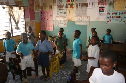 Schulklasse in Bombolulu - Bombolulu Workshops