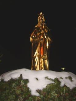 Goldene Madonna vor der Kirche - Rothenbügl