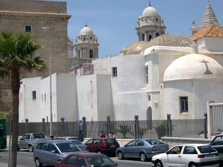 Kathedralenrückseite - Kathedrale Cadiz