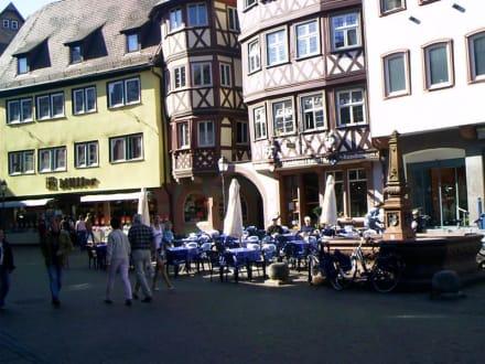 Mitten auf dem Marktplatz - Cafe Hahn