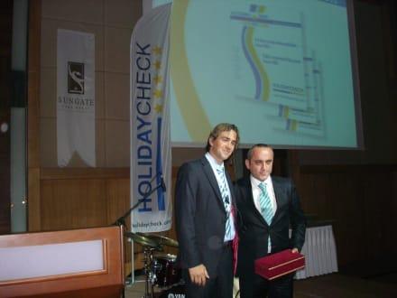 Besitzer des Sungate Port Royal und Axel Jockwer - HolidayCheck Award Gala