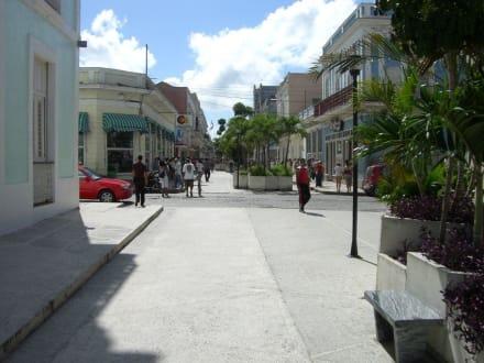 """Die """"Einkaufsmeile"""" von Cienfuegos - Altstadt Cienfuegos"""