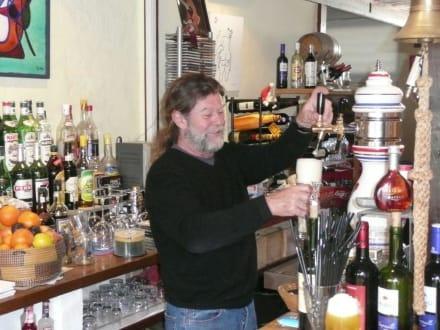 Jimmy bei der Arbeit - Jimmy's Bar