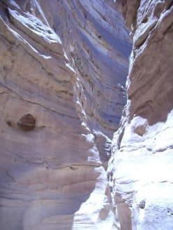 Der Weg durch den Coulered Conyon - Coloured Canyon