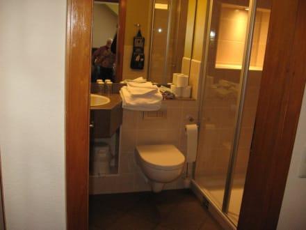 Das Bad des Familienzimmers - Hotel Altes Forsthaus