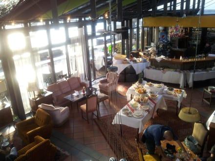 Brunch Bild Caf Bar Wohnzimmer Geschlossen In Konstanz