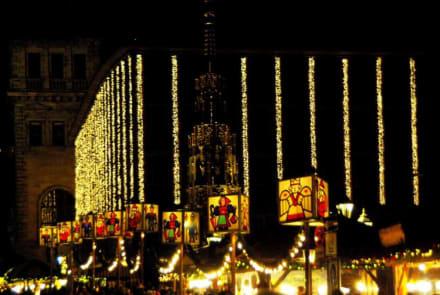 Zum Rathaus hin - Christkindlesmarkt