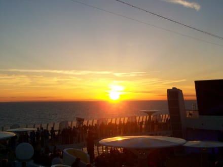 Sonneruntergang am Pooldeck - AIDAsol