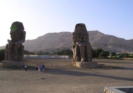 Statuen des Amenophis III (Memnonkolosse genannt) - Kolosse von Memnon