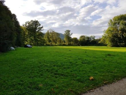 Hier weitere große Parkmöglichkeiten - Happurger Stausee