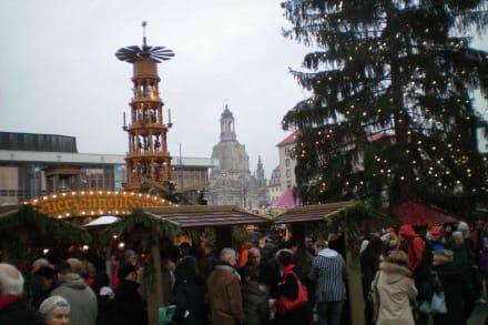 Dresdner Striezelmarkt mit Pyramide - Striezelmarkt (Weihnachtsmarkt) Dresden