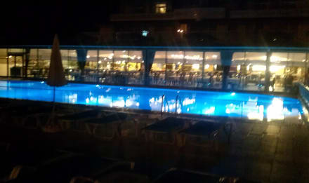 Vorderer Pool am Abend - Hotel Doganay Beach Club