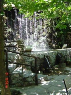 Wasserfälle und Tavernen bei Argiroupoli - Argiroupolis Wasserfälle