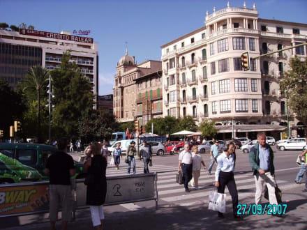Verkehrsreicher Place Espanya - Plaza d' Espana