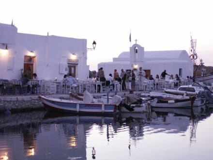 Blick von der Taverne - Hafen Naoussa