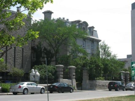 Jail Hostel - HI Ottawa Jail Hostel