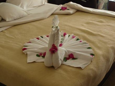 Zimmer deko bild hotel fort arabesque in makadi bay for Hotelzimmer deko