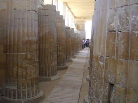 Säulengang - Stufenpyramide / Pyramide von Djoser