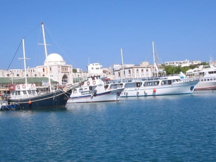 Sehenswerter Mandrakri Hafen - Yachthafen Mandraki