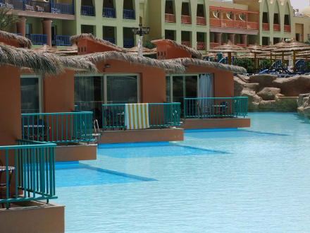 ein bungalow mit eigenem pool ist wahnsinn bild hotel titanic palace in hurghada hurghada. Black Bedroom Furniture Sets. Home Design Ideas