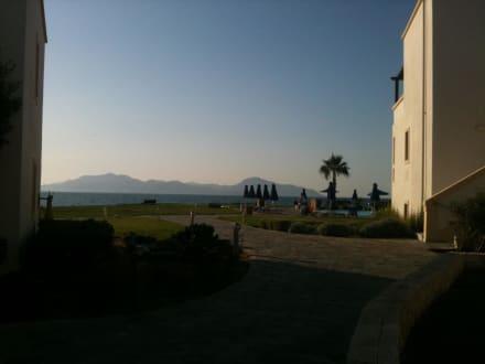 Schöne Aussicht zur Nachbarinsel - Neptune Hotel - Resort Convention Centre & Spa