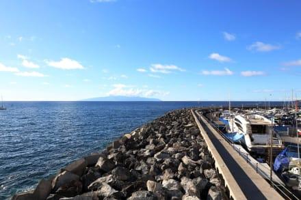 Hafen und Gomera - Yachthafen Puerto Colón