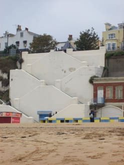 Treppe vom Strand hoch zur Stadt (Broadstairs) - Broadstairs