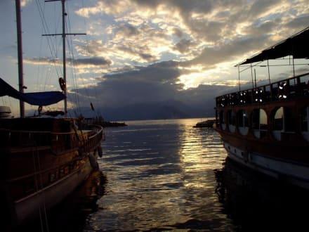 Abendstimmung am Altstadthafen - Hafen Antalya