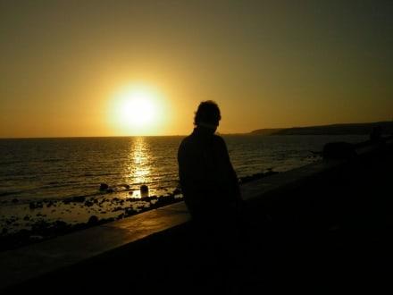 Sonnenuntergang an der Strandpromenade - Shoppingcenter Boulevard El Faro