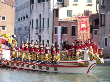 Gondel - Gondeln / Gondelfahrten in Venedig