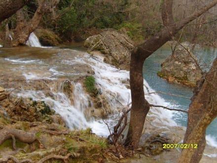 Ein kleiner Wasserfall, etwas Tiefer gelegen! - Kursunlu Wasserfälle