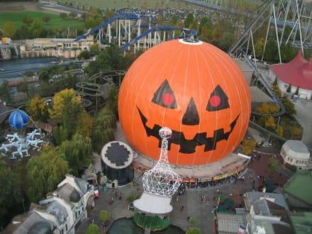 Der Eurosat im Halloween Look - Europa-Park