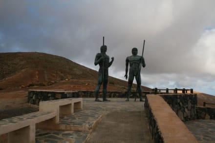 Denkmal - Bronzestatuen von Ayose und Guize