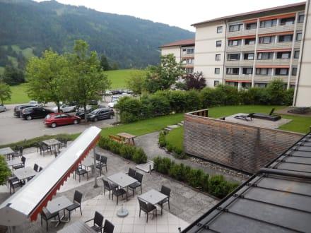 Auf Terasse und Berge - Kur- und Sporthotel Hindelang