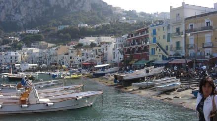 Die Promenade am Hafen von Capri - Hafen Capri