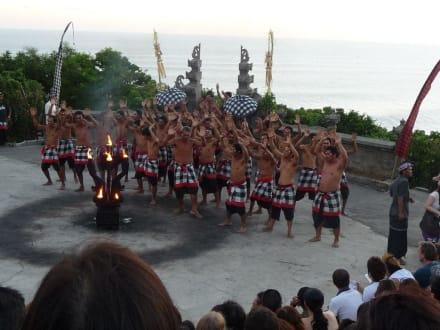 Beginn des Kecak Dances - Uluwatu Tempel