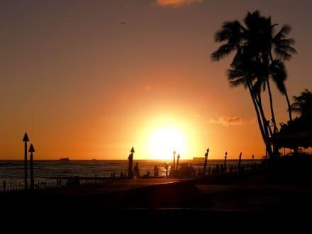 Sonnenuntergang vor der Mai Tai-Bar - Mai Tai Bar (Royal Hawaiian Hotel)
