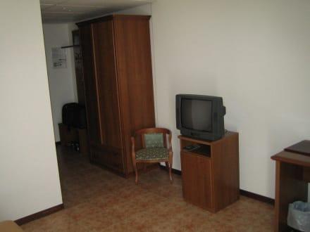 eingang mit schrank und garderobe bild hotel all 39 ancora in meolo venetien italien. Black Bedroom Furniture Sets. Home Design Ideas