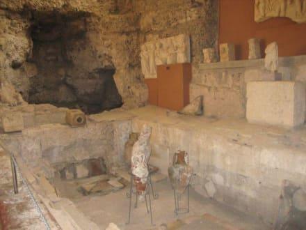 Museum - Warmbaderaum/Caldarium - Side Arkeoloji Müzesi (Archäologisches Museum)