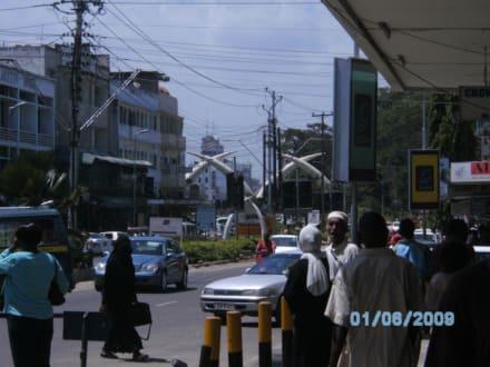Das Wahrzeichen von Mombasa-Die Stoßzähne - Mombasa Wahrzeichen