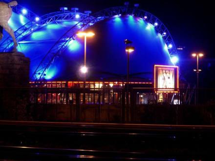 Der Musical Dome bei Nacht. - Musical Queens (existiert nicht mehr)