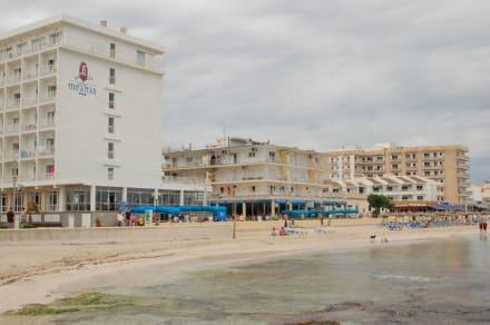 Strand und Blick auf Hotel Miramar - Strand Can Picafort