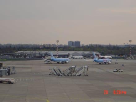 Flughafen Düsseldorf - Flughafen Düsseldorf (DUS)