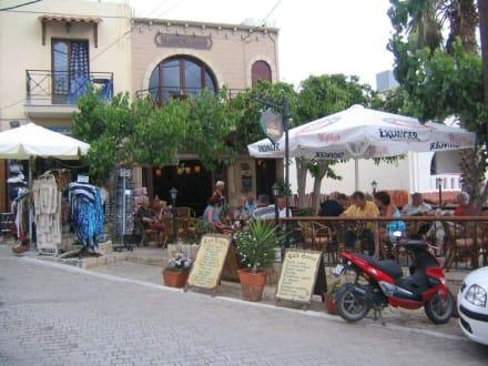 Taverne in der Ortsmitte - Dorf Koutouloufari