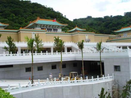 Treppen vor dem Nationalpalastmuseum Taipei - Nationalpalast-Museum