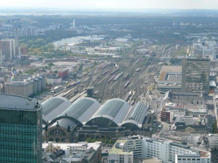 Blick auf den Hauptbahnhof  - Maintower