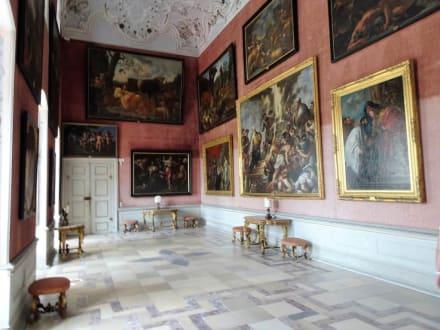 Teil Der Gemaldegalerie Des Schlosses Bild Schloss Weissenstein In Pommersfelden