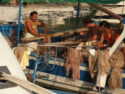 Fischer beim Netzeflicken - Hafen Tropea