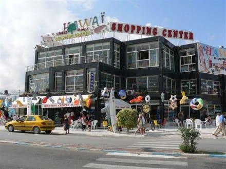 Shopping Center links der Strasse - Einkaufszentrum Hawaii