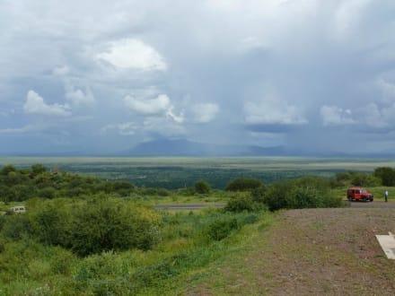 Lake Manyara und natürliche Grenze - Lake Manyara Nationalpark